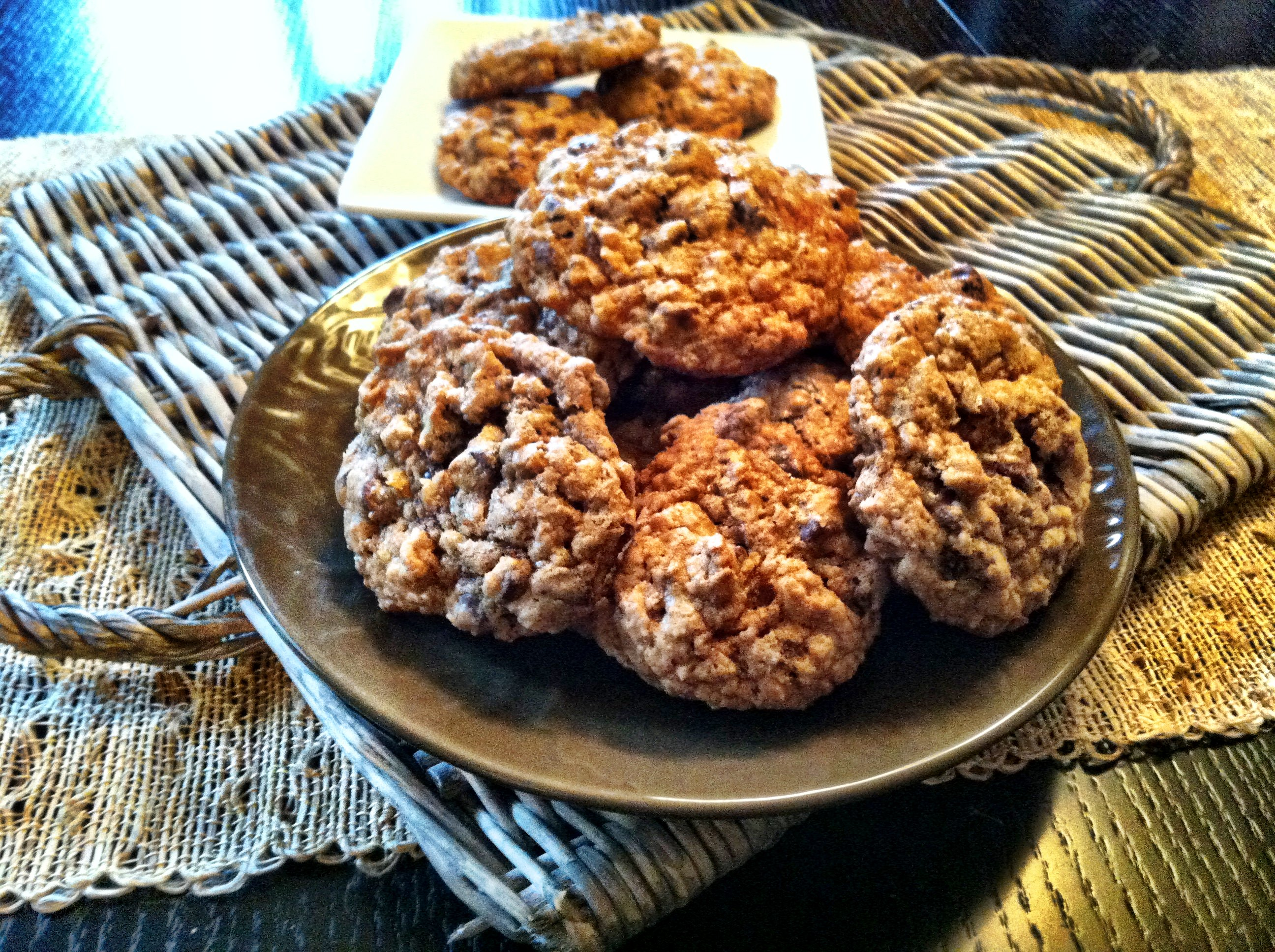 COOKIES ! Well these Whole Wheat Oatmeal Chocolate Chip Cookies are so ...