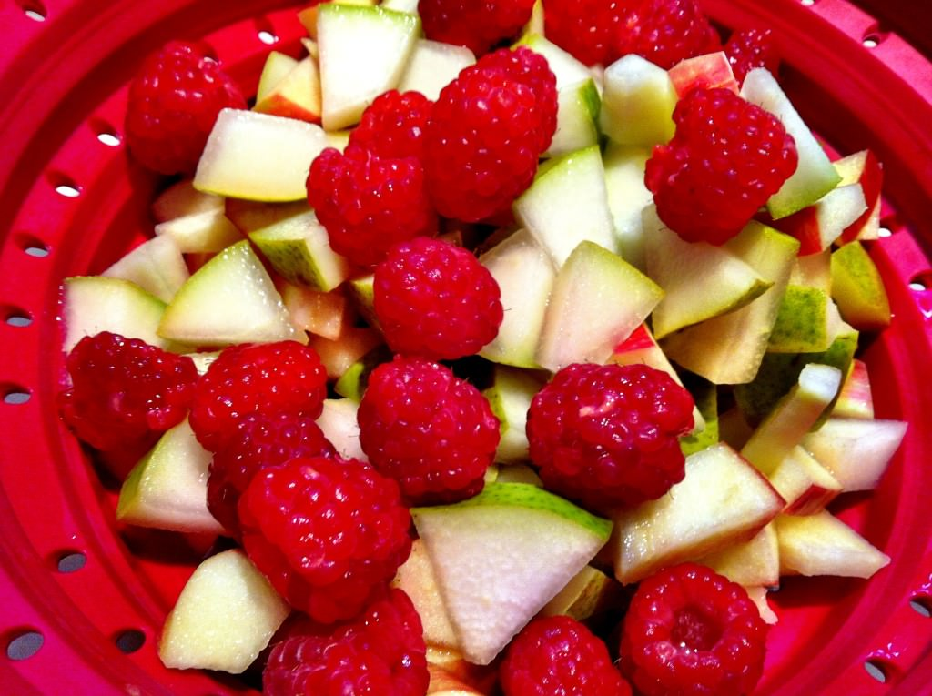 White Pear and Apple Sangria fruit pic