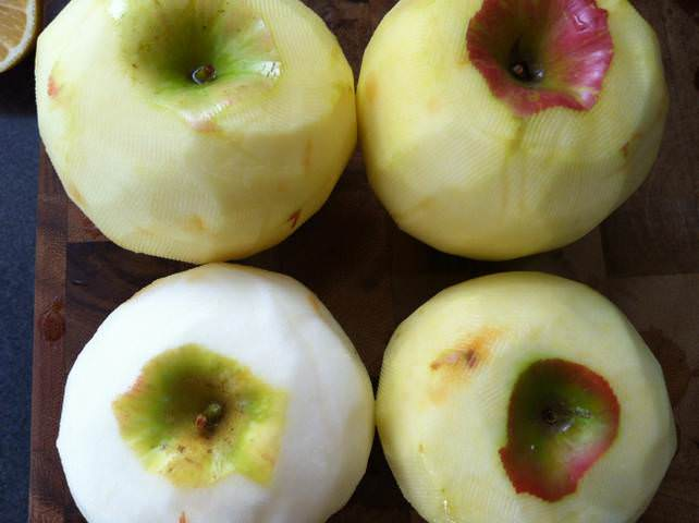 Crockpot Applesauce - peeled apples