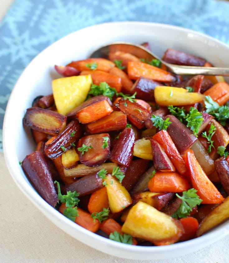 Honey Balsamic Roasted Carrots offer a healthy side dish to your next holiday meal or weeknight dinner.  The sweet honey mixed with the robust flavors of balsamic vinegar and extra virgin olive oil pair wonderfully to add flavor to this roasted carrots recipe.