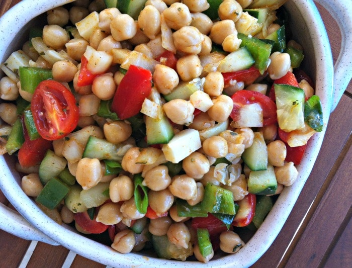 delicious Mediterranean Chickpea Salad with Lemon Vinaigrette