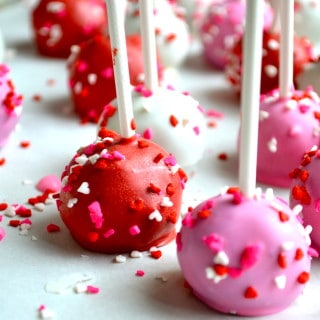 {Guest Post} Stuck on Sweet: Valentine's Day Oreo Cake Pops