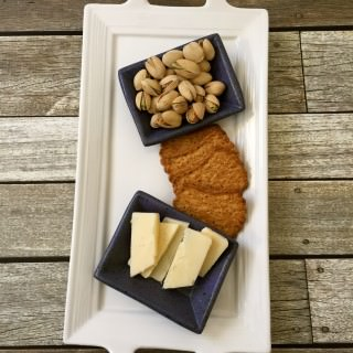 Pistachios with cheese and crackers