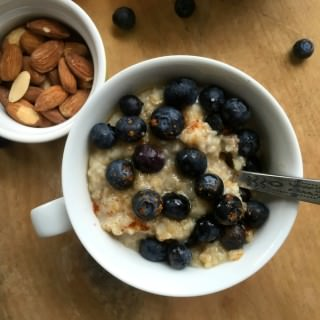 Simple Blueberry Cinnamon Oatmeal