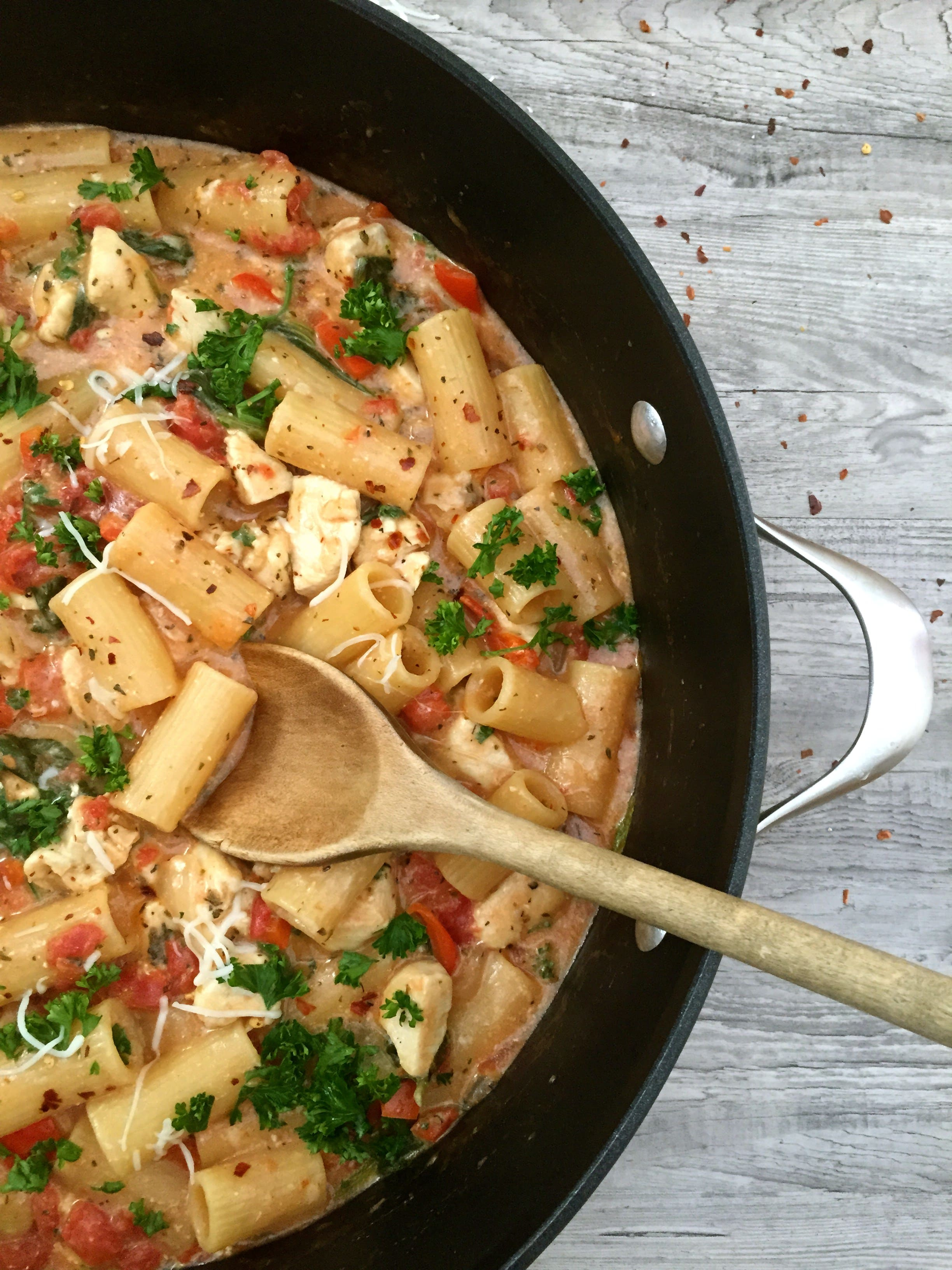 One Pot Cheesy Chicken Red Pepper Pasta