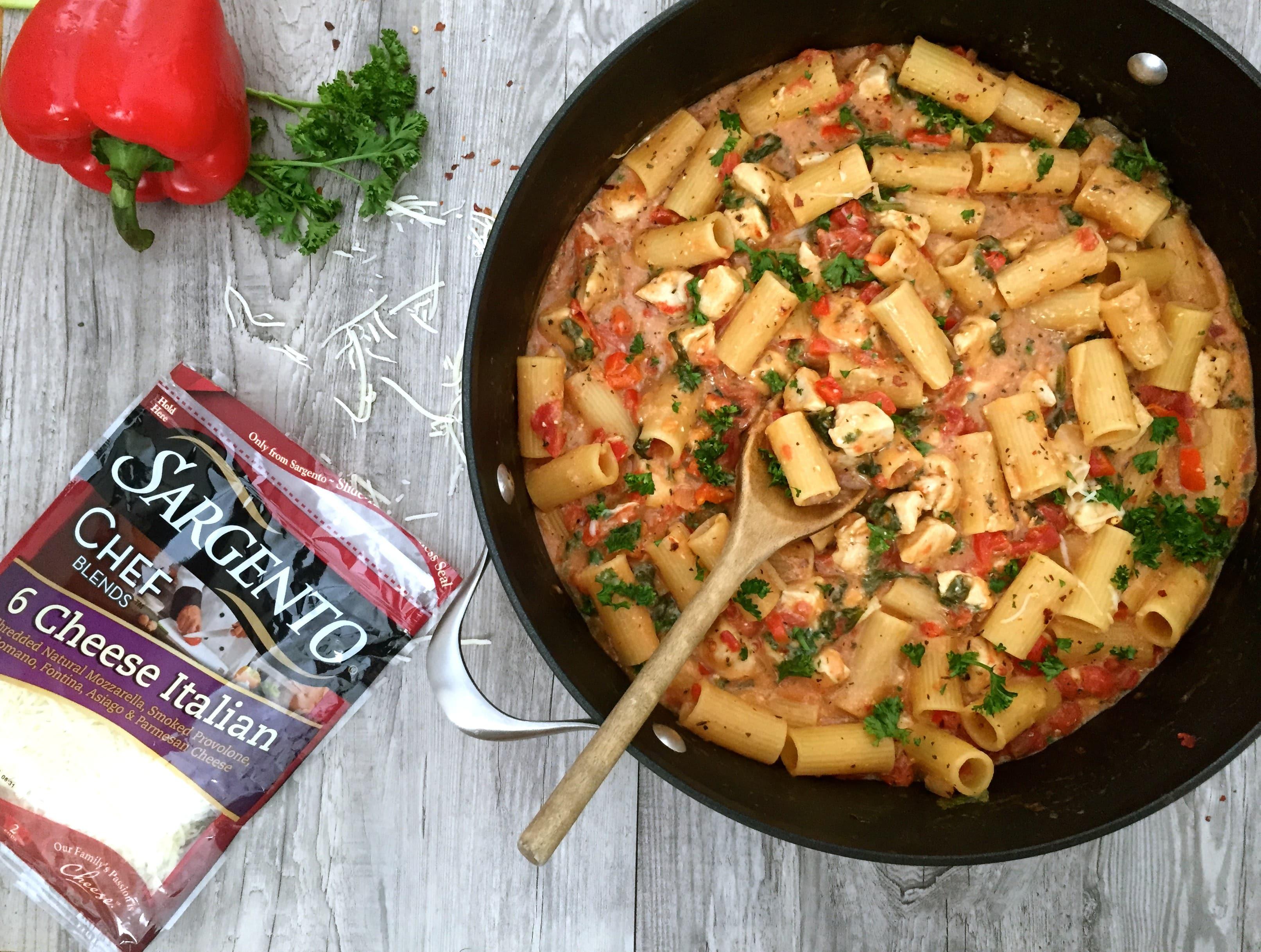 One Pot Cheesy Chicken Red Pepper Pasta