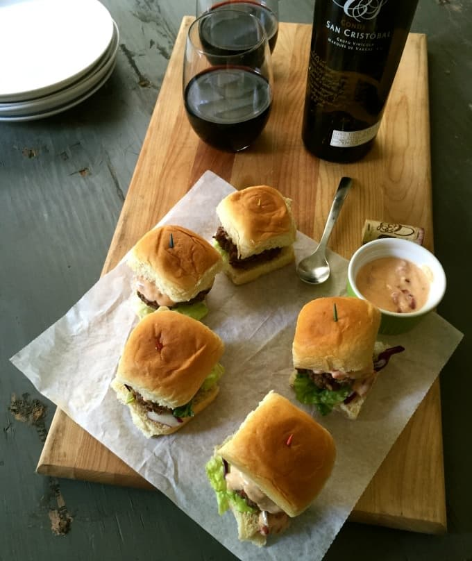 Spanish Sliders with Roasted Red Pepper Yogurt Sauce