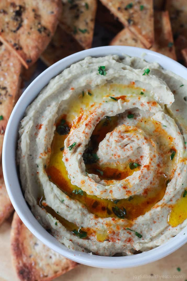 Roasted-Garlic-White-Bean-Hummus-4