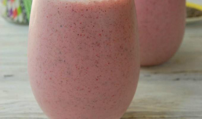 Strawberry Banana Chia Smoothie