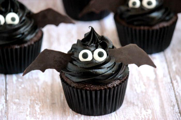 Easy Bat Cupcakes 5_zpssszm8cli