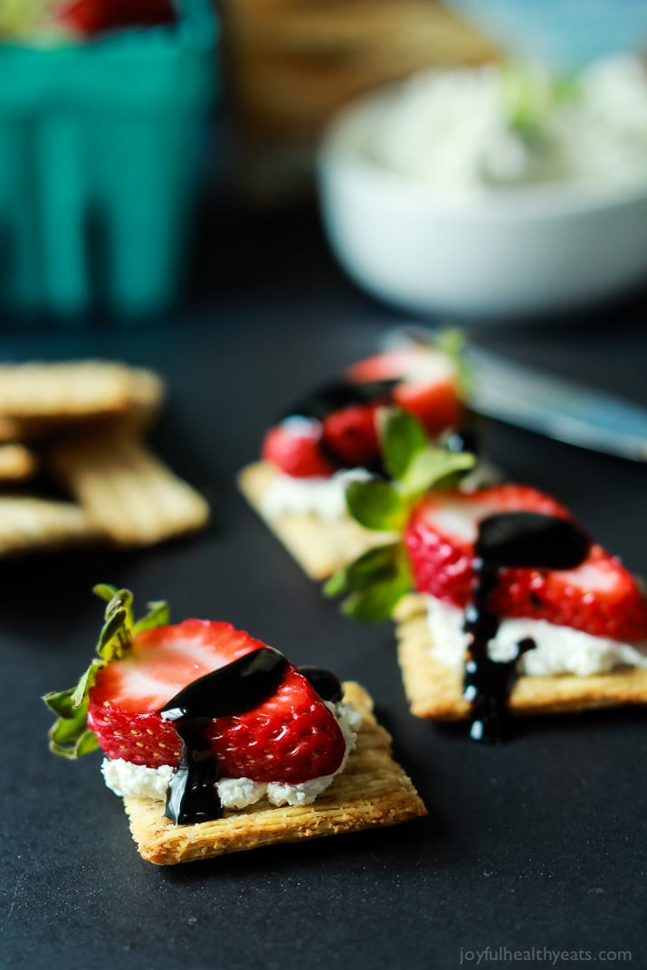 Easy-Strawberry-Goat-Cheese-Bites-with-Balsamic-Reduction