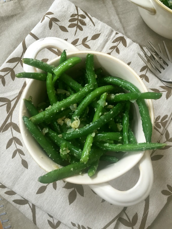 Simple Garlic Parmesan Green Beans - yum!
