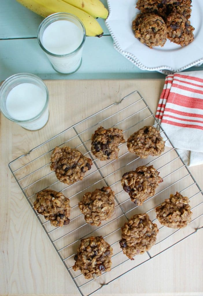 Banana Muesli Breakfast Cookies - a healthy snack