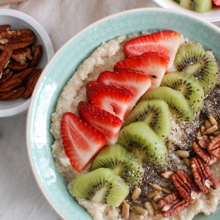 Start your day with a Strawberry Kiwi Chia Seed Oat Bran Bowl packed with fiber, grains and a delicious combination of strawberry and kiwi. This oat bran bowl can be eaten cold or warm and you can top it with your favorite ingredients.
