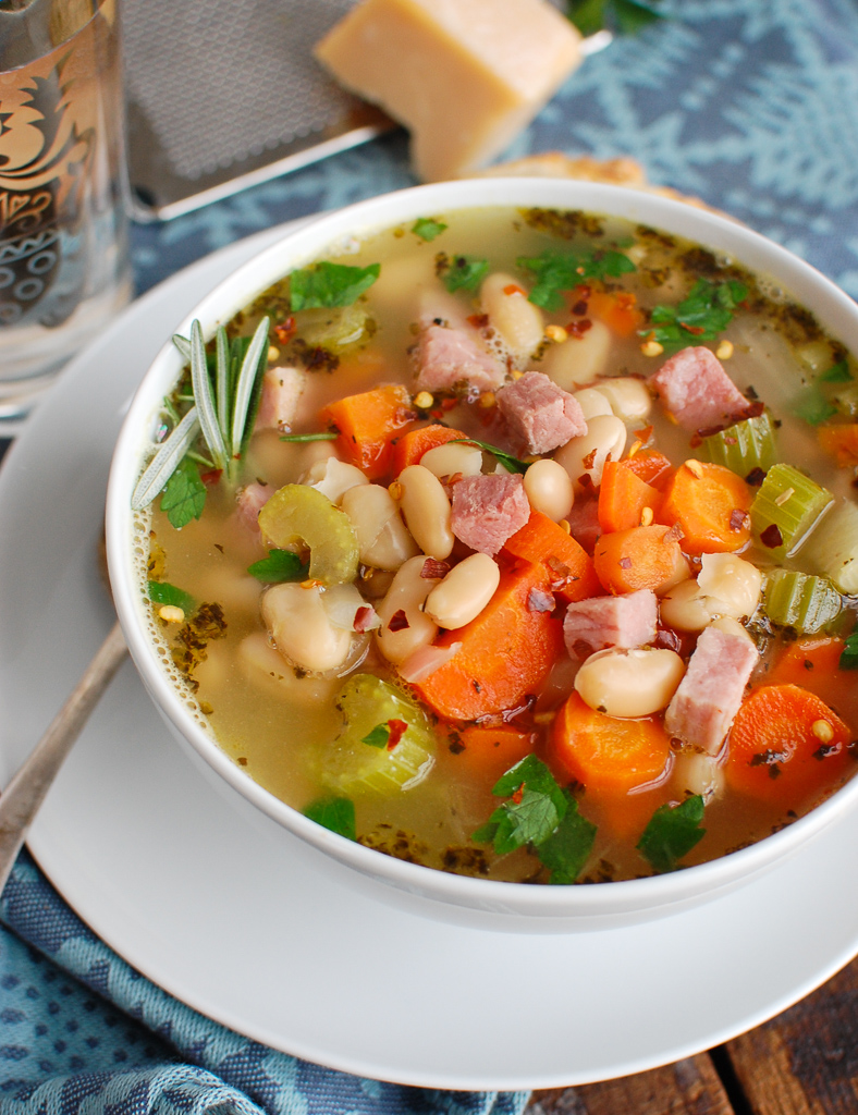 White Bean Soup and Ham with bread