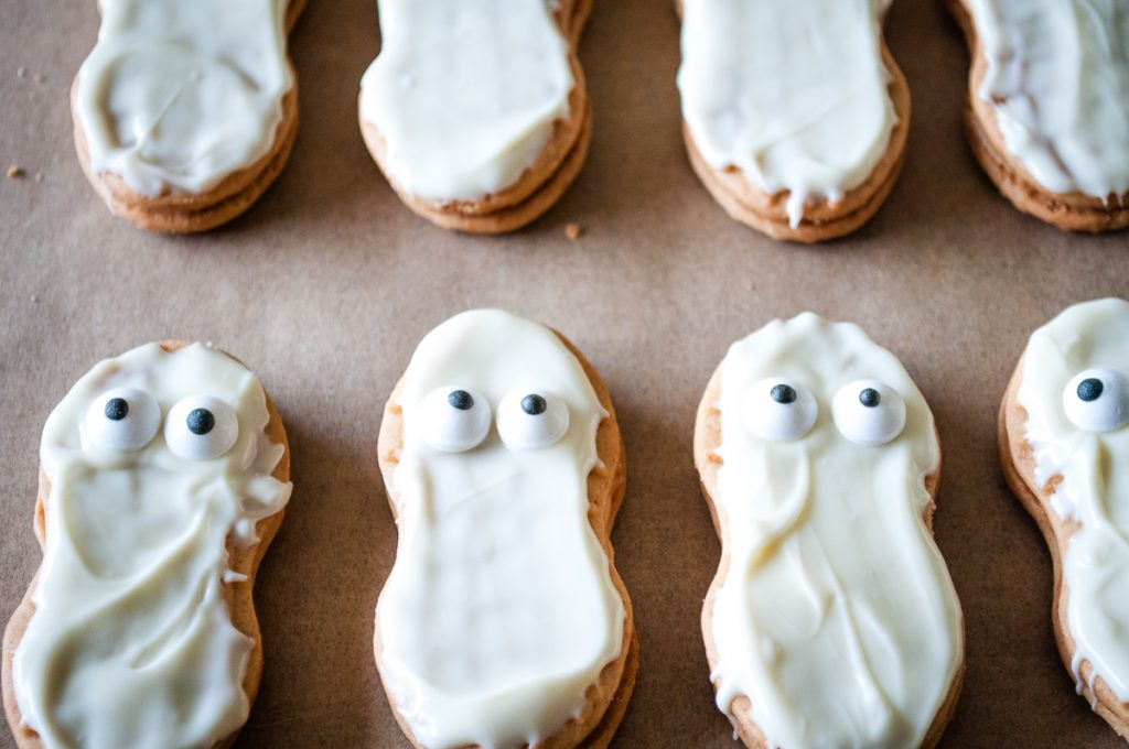 Mummy Cookies with eyes