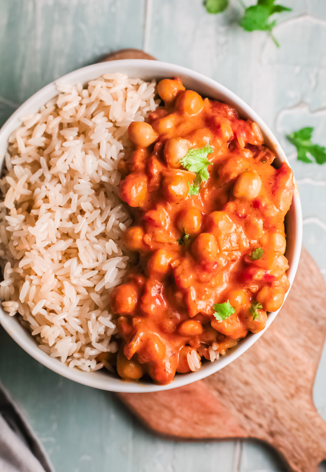 Chickpeas with Curry with parsley.
